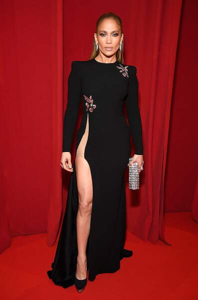 DO - Jennifer Lopez dans un look sensuel