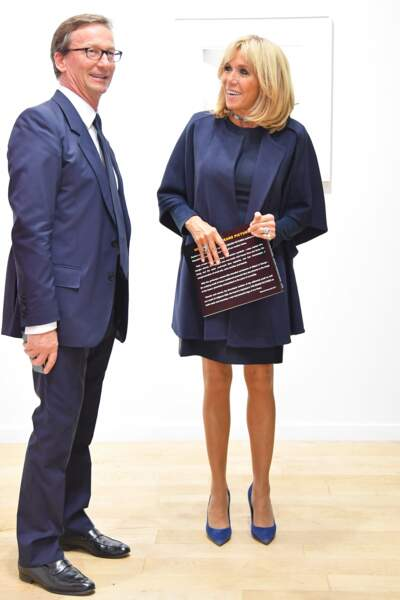 Brigitte Macron ultra chic en mini-robe bleu nuit pour l'ouverture de la FIAC