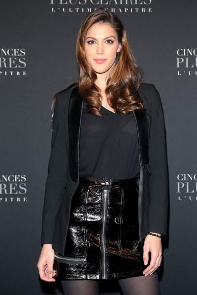 Iris Mittenaere assiste à l'avant-première de Cinquante Nuances plus claires à Paris
