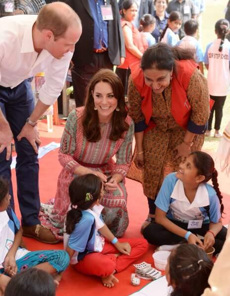 Kate Middleton et le prince Willam ont rencontré de jeunes écolières