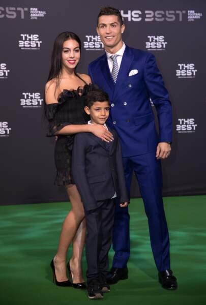 Prix FIFA : Cristiano Ronaldo officialise avec Georgina, sa sexy chérie