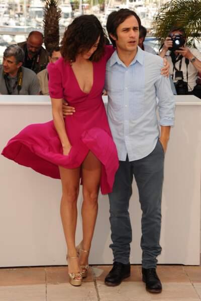 """Festival de Cannes, les accidents de tenue les plus sexy - Alice Braga victime du célèbre """"petit vent"""" cannois"""