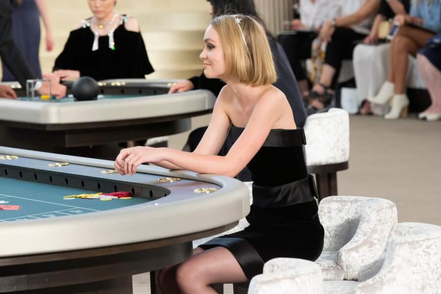 L'adolescente à la table de jeu