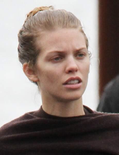 AnnaLynne McCord dans la rue