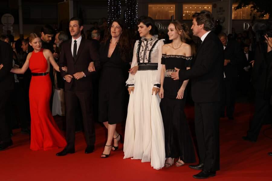 """Toute l'équipe du film """"la danseuse"""" sur le tapis rouge"""