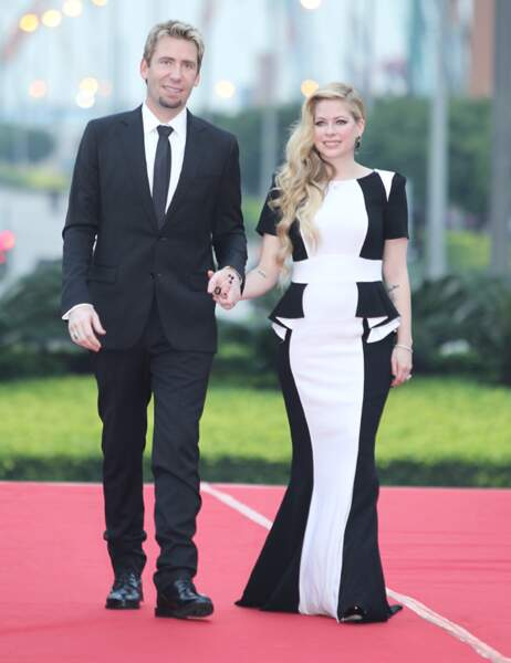 Avril et son mari Chad arrivent à la cérémonie des Huading Awards