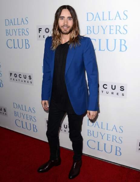 Sur le tapis rouge, Jared a retrouvé une silhouette normale, mais sa coiffure laisse toujours à désirer