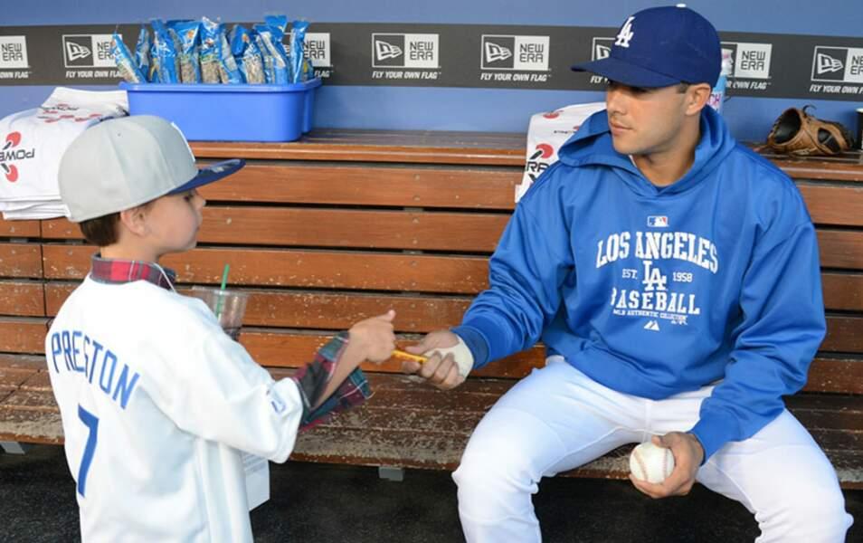 Sean Preston et un joueur des Dodgers