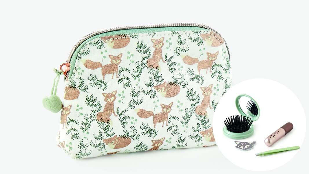 Mon kit beauté. Trousse, mini brosse pliante, mini vaporisateur et mini lime à ongles, 15,99 € Monoprix