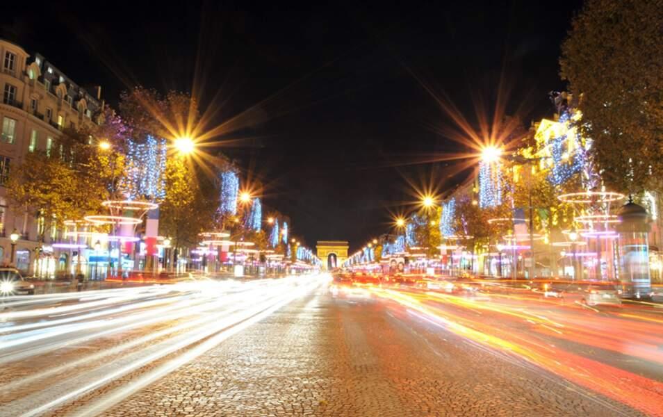 Les Champs-Elysées illuminés