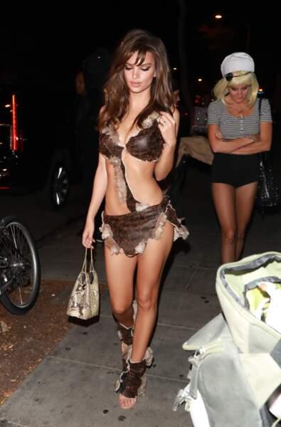 Emily Ratajkowski n'a pas vraiment saisi le but d'Halloween...