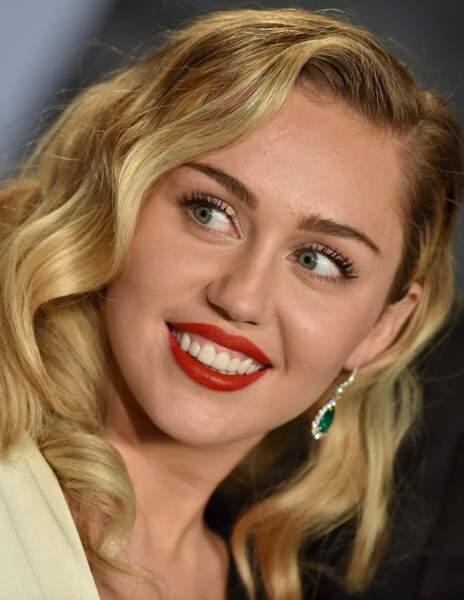 Avant / Après chirurgie esthétique, c'est réussi : Miley Cyrus après