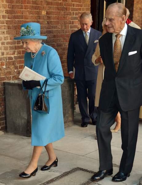 La reine Elizabeth  II et le prince Philip sortent de la chapelle