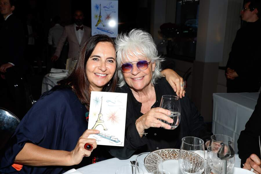 La soirée était tellement VIP que Catherine Lara et la créatrice de mode Nathalie Garçon posent avec leur invit'