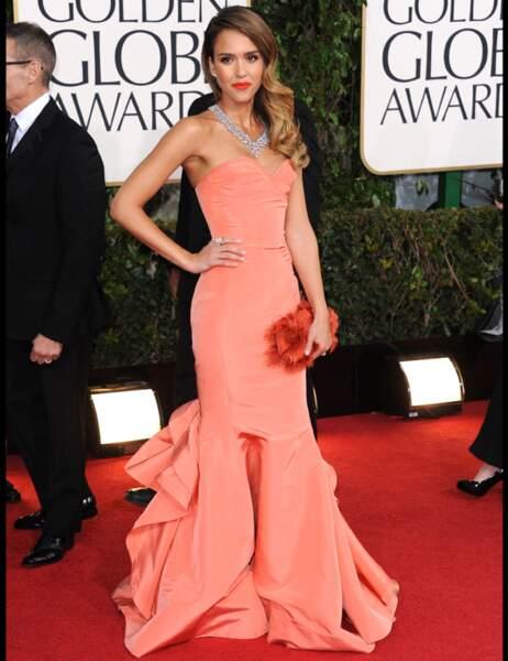 Jessica Alba tout simplement parfaite dans une magnifique robe signée du créateur