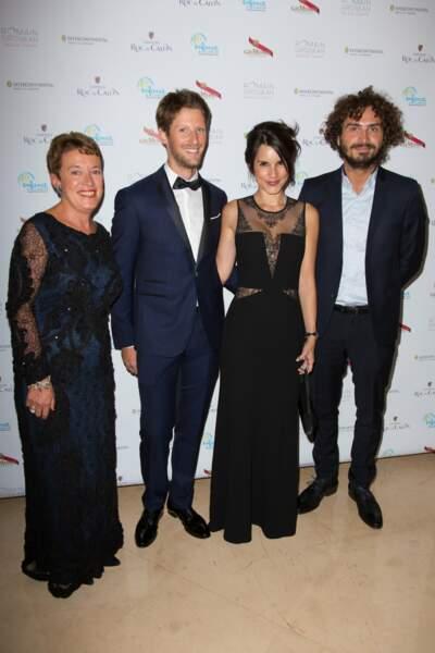 Anne Gouin, présidente d'Enfance & Cancer, Romain Grosjean, parrain de l'association, son épouse et Maxime Musqua
