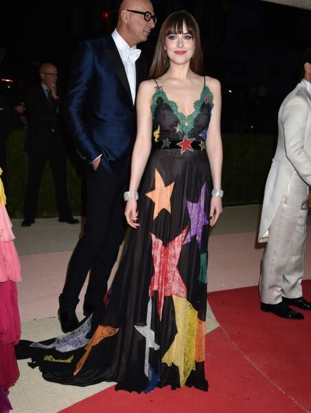 Dakota Johnson, hyper jolie en robe à étoiles Gucci