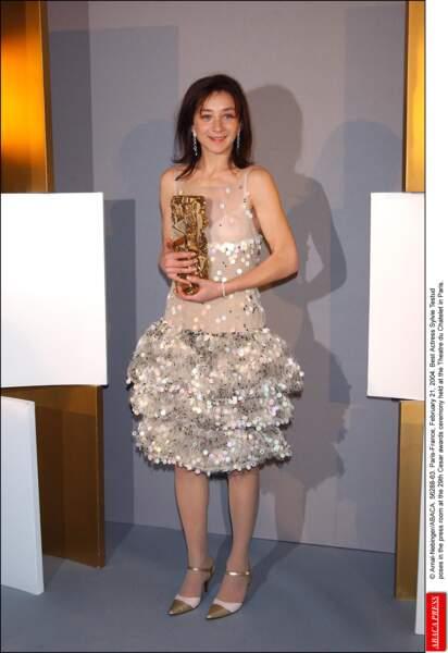 Sylvie Testud, en 2004, ambiance confetti et chaussures à Mamie.
