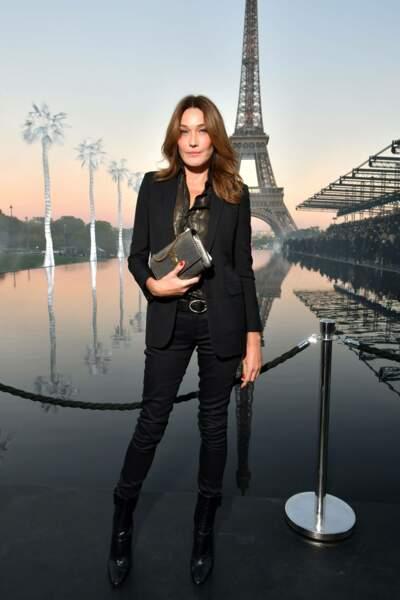 Carla Bruni au défilé Saint Laurent à la fashion week de Paris, le 25 septembre