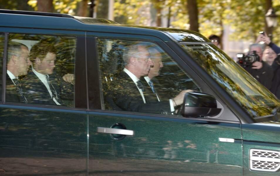 Le prince Harry arrive à la chapelle du St James Palace