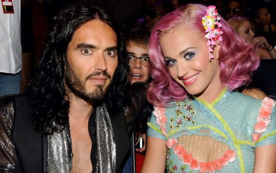 A l'époque où il n'était pas une petite crapule, Justin Bieber a photobombé Russell Brand et Katy Perry
