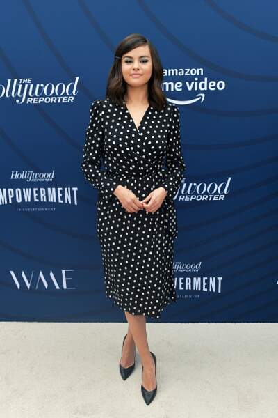Don't : Selena Gomez dans une robe fluide à pois