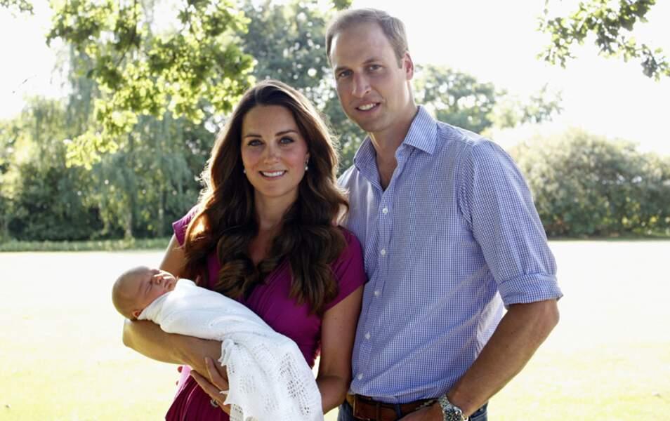 En août, seconde photo de famille officielle prise dans le jardin des Middleton