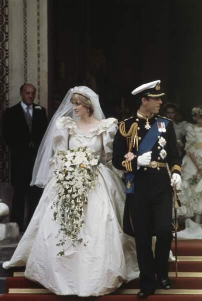 Robes de mariée de stars : Lady Diana et le prince Charles en 1981. Vous avez dit bouffant ?