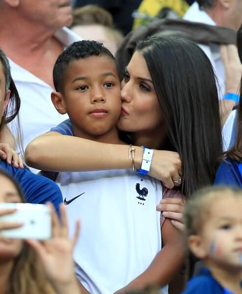 Ludivine Sagna embrasse son fils, un peu déçu comme (presque) tout un stade