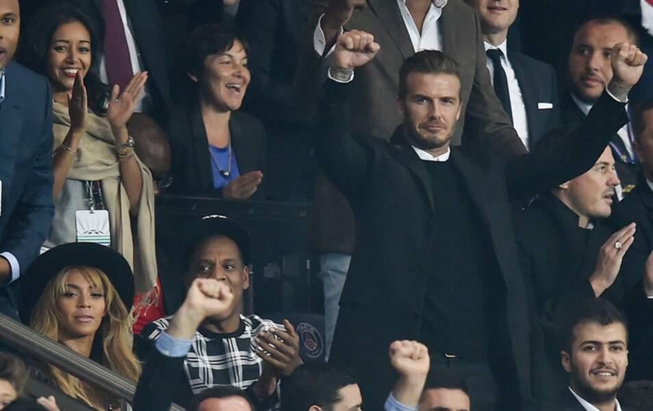 C'est les poings levés que David Beckham félicite ses anciens co-équipiers