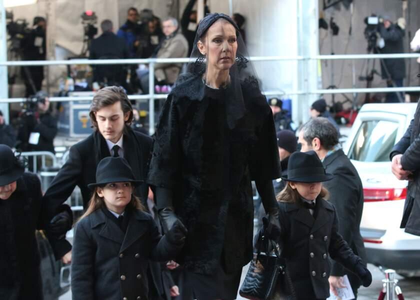 Céline Dion tenait la main d'Eddy et de Nelson pour les funérailles de leur père, René Angélil