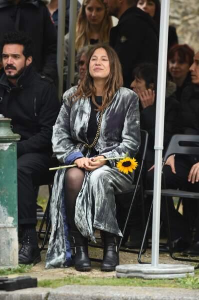 Izïa Higelin aux obsèques de Jacques Higelin, au cimetière du Père-Lachaise, le 12 avril 2018