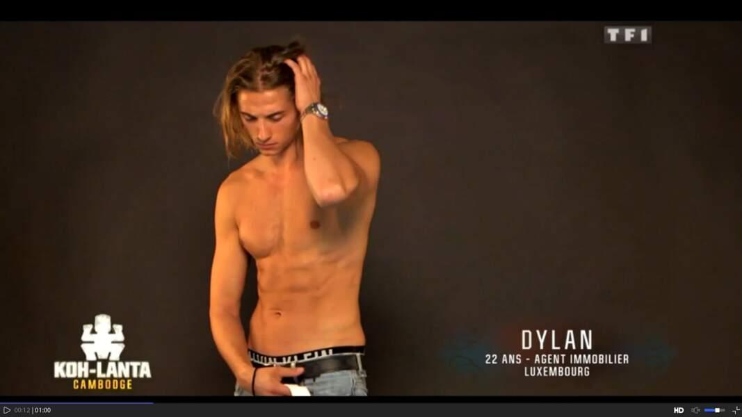 Voici Dylan, en plein shooting, réalisant qu'il a oublié son goûter à la maison