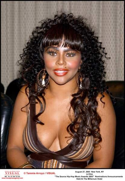 Lil'Kim en 2003: oh oh...Son visage n'aurait pas un peu changé?