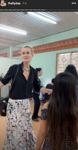 Laeticia Hallyday en visite au centre d'accueil de Hoc Mon, au Vietnam