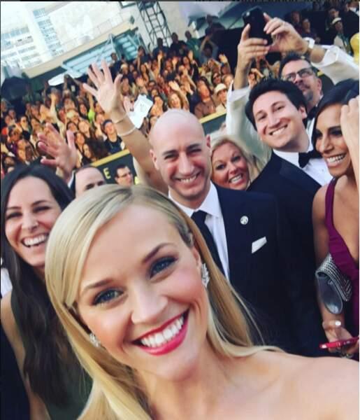 Reese Witherspoon a, en vain, tenté de reproduire le selfie avec plein de people d'Ellen DeGeneres aux Oscars 2015