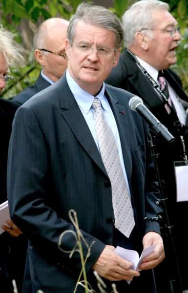 En sport, le titre de commandeur est revenu à Bernard Lapasset, président de la Fédération internationale de rugby