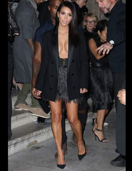 Très, très en vogue chez Kim Kardashian en 2014, la veste portée seins nus