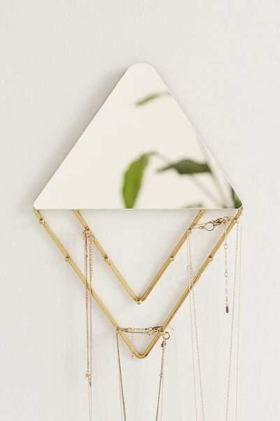 Cadeaux de fête des mères : miroir porte-bijoux, Urban Outfitters, 28€