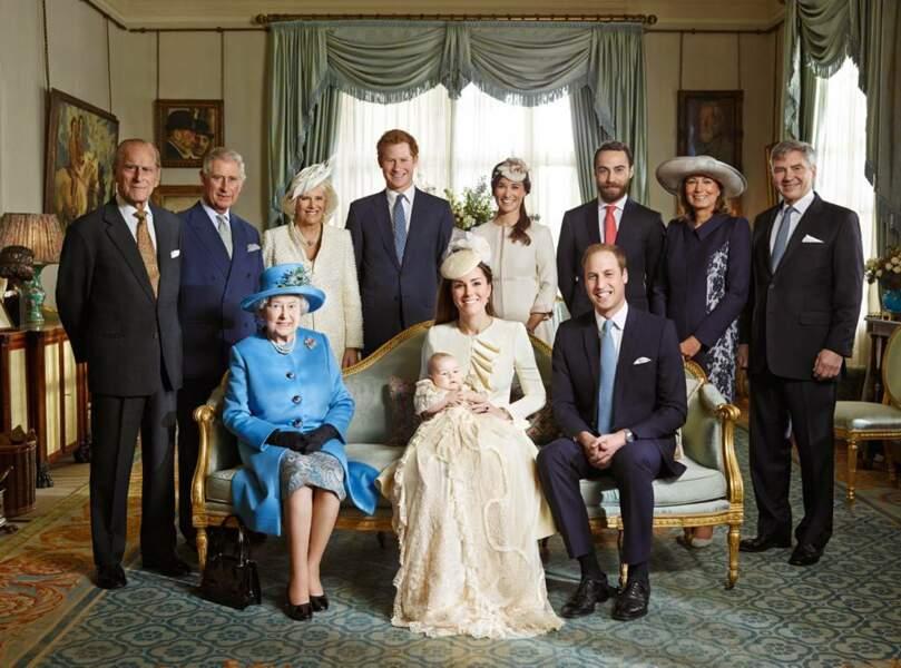 La famille royale et les Middleton pour le baptême du prince George, dans ce même salon de Clarence House