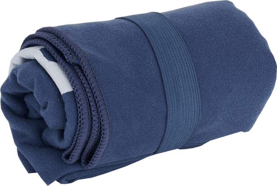 Box remise en forme Laury Thilleman et Go Sport : une serviette en microfibre Asics