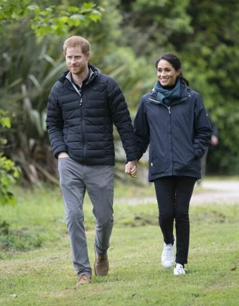Le prince Harry porte une doudoune tandis que Meghan a opté pour un anorak