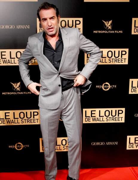 A la cool, Jean Dujardin remonte son pantalon...