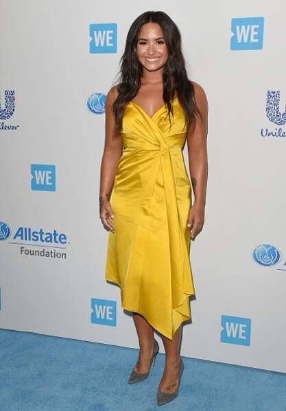 Do : Demi Lovato lumineuse dans sa robe jaune