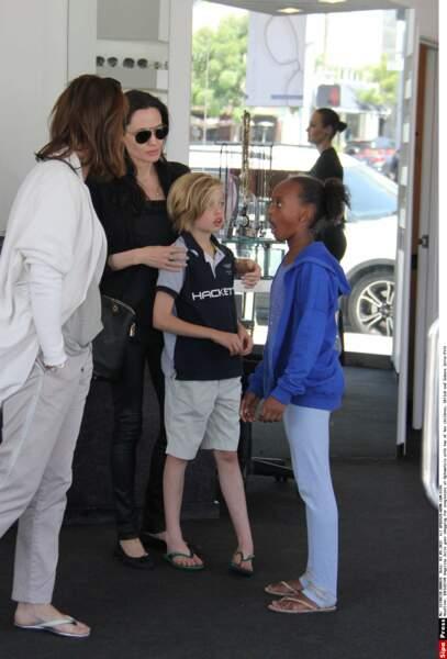 Virée shopping entre filles pour Angelina Jolie et ses filles, Shiloh et Zahara
