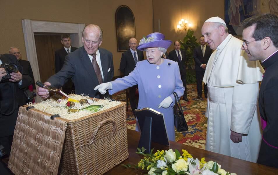 Pour le Pape : un beau panier garni...