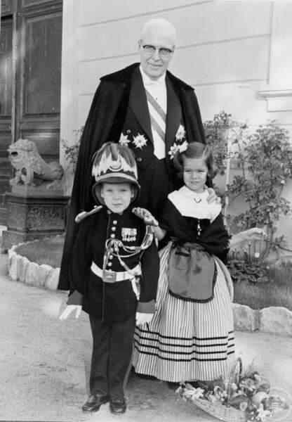 Le prince Albert, la princesse Caroline et leur grand-père le prince Pierre