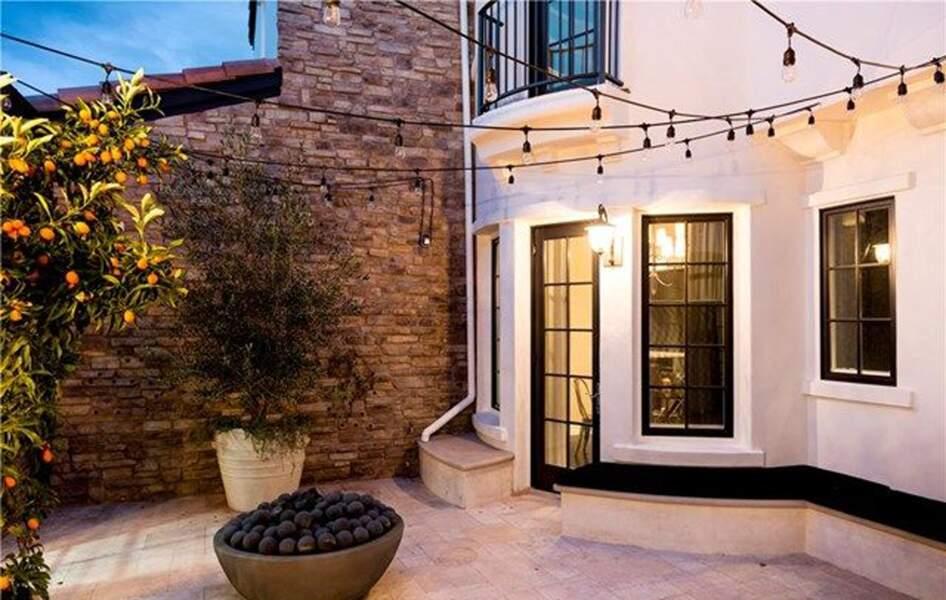 Visitez la superbe villa que Kylie Jenner met en vente : l'entrée privée à l'arrière
