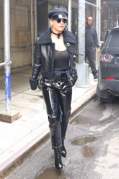 Rita Ora ou un Village People ?