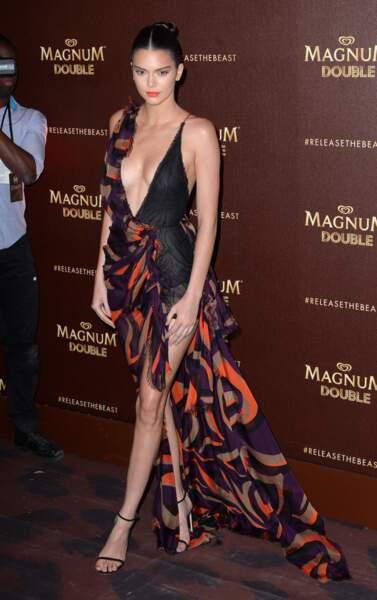 Cannes 2016: Kendall Jenner en Versace et son décolleté renversant à la soirée Magnum